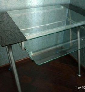 Стол письменный и стул