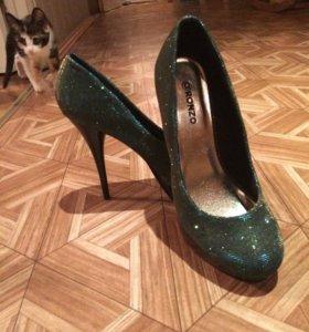 Новые туфли обе пары за 500
