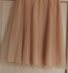 Пудровая фатиновая юбка на шелковом поясе