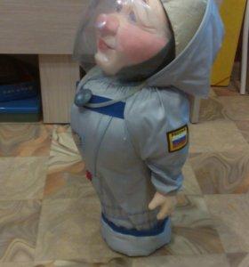 Сувенирный космонавт
