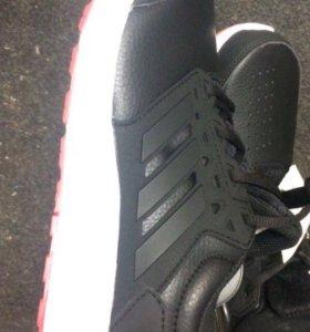 Кроссовки. Adidas новые 43