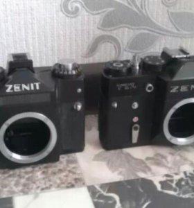 Два пленочных фотоаппаратп