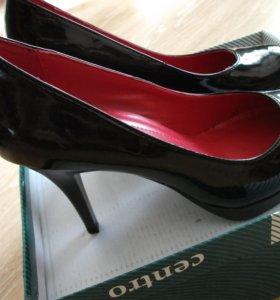 Туфли черные лакированные, новые.