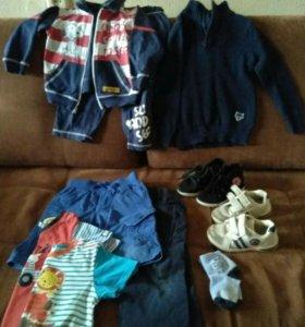Пакетом вещи и обувь на мальчика
