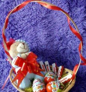 Подарочная корзина Киндер и мишка