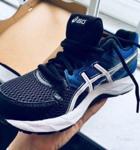 Новые кроссовки ASICS