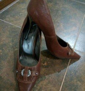 Туфли на шпилики кожа