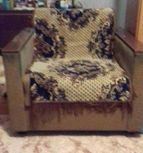 Два кресла+ маленькая стенка+ журнальный столик