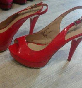 Туфли красные, босоножки