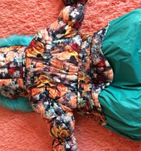 Тёплый пуховик на девочку 4-5 лет . 34 размер .