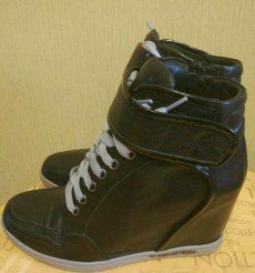 Сникерсы (ботинки) новые TJ Collection