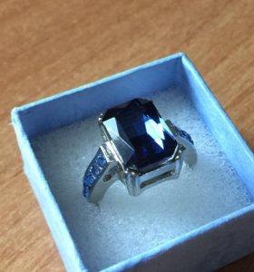Новое крупное кольцо с синим камнем 18 размера