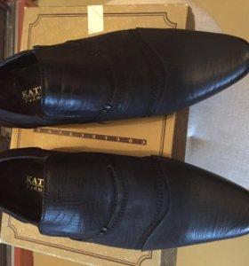 Продаю осенние мужские туфли 39 размера