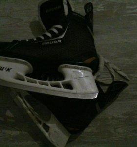 Хоккейная форма ( шлем, щитки, налокотники.....)