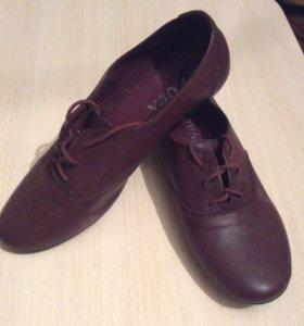 Обувь модного винного цвета