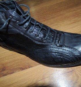 новые ботинки из натуральной кожи
