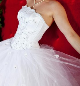 Свадебное платье, шубка и аксессуары