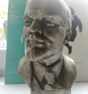 Бюст В.И Ленина.