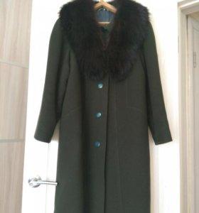 Пальто зимнее с песцовым воротником.Торг рассрочка