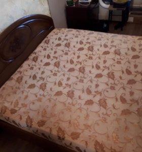 Двуспальная кровать и матрац