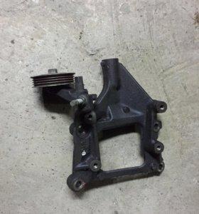 Кронштейн компрессора кондиционера Honda B20