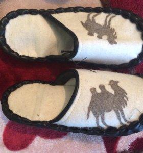 Домашние тапочки из натуральной верблюжей шерсти.