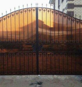 Ворота закрытые поликарблнатом