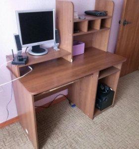 Продам компьютерный стол.Срочно
