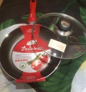 Новая сковорода с крышкой