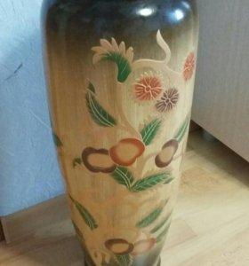Напольная красивая ваза