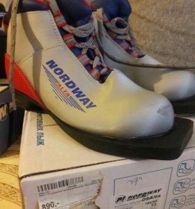 Ботинки для беговых лыж 33р