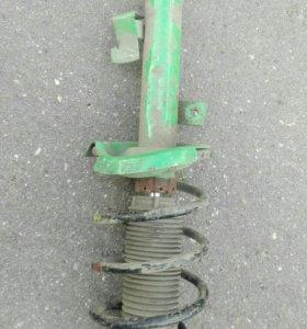 Стойка передняя правая амортизатор Mazda 3 08-13 B