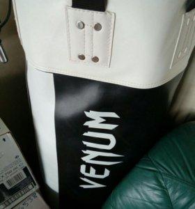 Боксерская груша Venum+возможен подарок