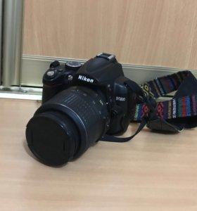 Фотоаппарат Nikon D 5000 с поворотным экраном.