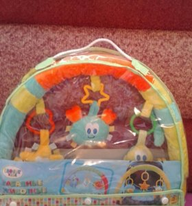 Дуга с игрушками на коляску и на стульчик
