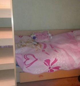 Кровать двухъярусная , в идеальном состоянии.