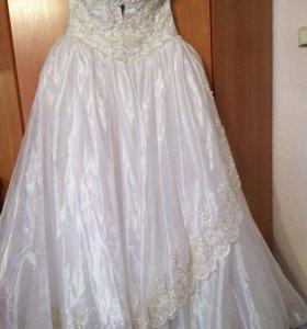 Свадебное платье с кружевами золото