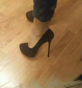 Замшевы туфли.