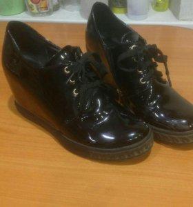 Лаковые ботинки на платформе