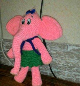 Вязанная игрушка слоник