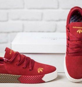 Кроссовки красные с разноцветной подошвой