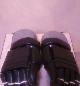 Кожаные хоккейные перчатки
