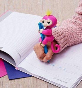 Интерактивная игрушка обезьянка Monkey Fingerlings