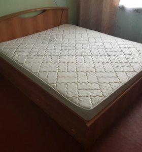 Кровать двухспальная с матрацем.