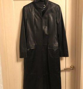 Женское кожаное пальто (новое)