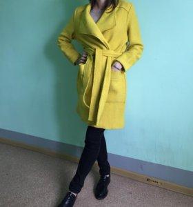 стильное пальто-халат RESERVED