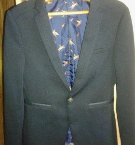 Пиджак подростковый.