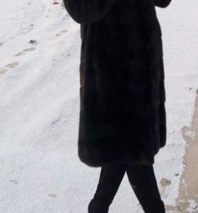 Шуба норковая с капюшоном.