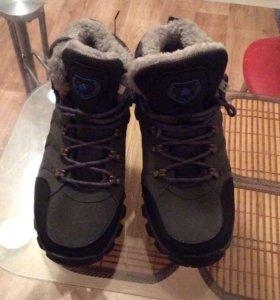 Зимние кроссовки новые  42-43