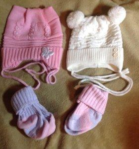 Новые шапочки 42-44 и носочки +подарок